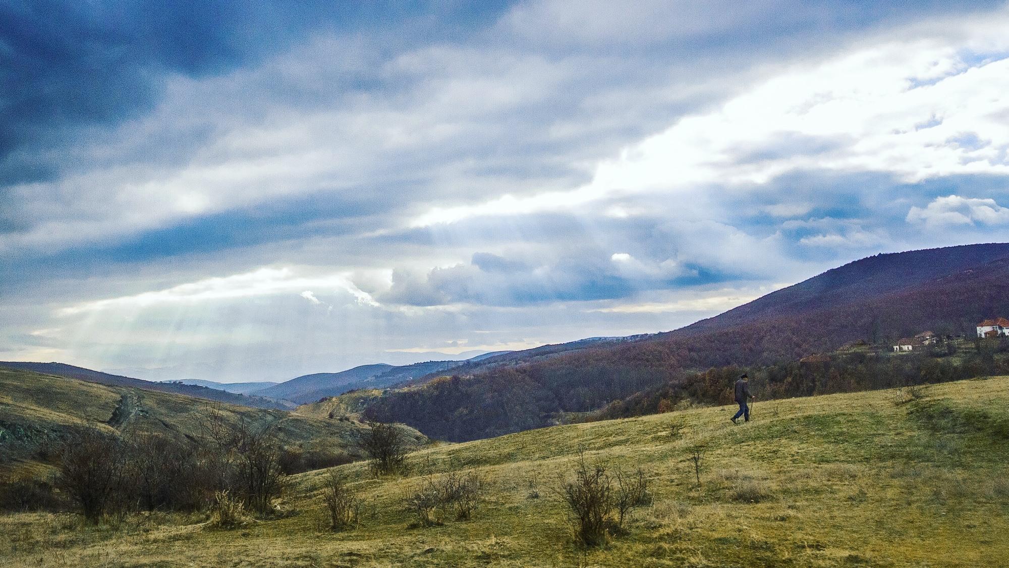 Un paysan au Kosovo : jolie scène bucolique ou reportage dans un pays ravagé ?