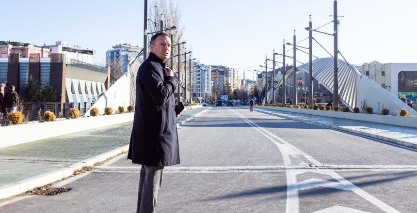 Le sénateur Sébastien Meurant sur le pont de Mitrovica